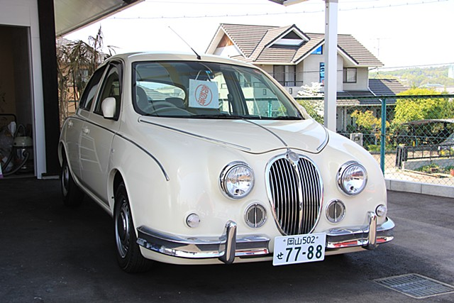 外車顔負けのオシャレで個性的なデザインに仕上げられたこの車。 職人の手作りによる上質な繊細さが根強い人気とのこと。